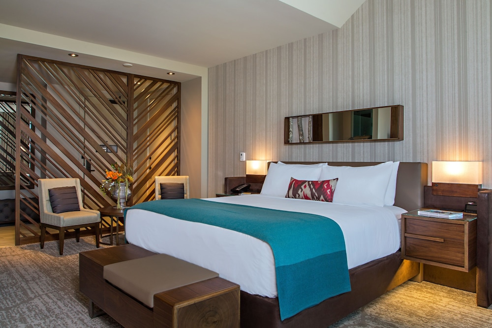 https://i.travelapi.com/hotels/17000000/16550000/16546400/16546388/4780a4d7_z.jpg