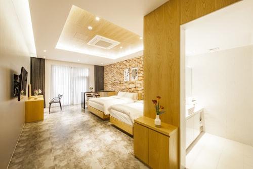 Hotel T.POINT, Cheonan