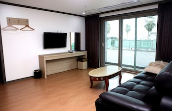 The Blue Jeju Hotel - Living Room  - #0