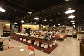 日月光國際飯店 - 桃園館