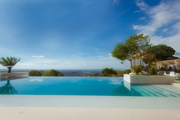 ULTRA WINDS MOUNTAIN RESORT Infinity Pool