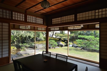 AOI PHILOSOPHERS PATH VILLA In-Room Dining