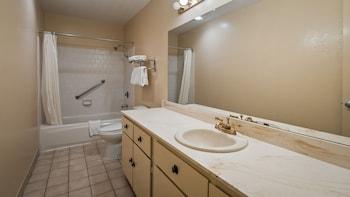 SureStay Plus Hotel by Best Western Sacramento North - Bathroom  - #0