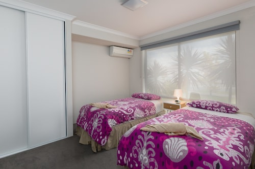 Rainbow Dream House PERTH Holiday Home, Armadale