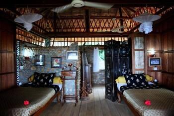 https://i.travelapi.com/hotels/17000000/16590000/16580500/16580484/0e9e1175_b.jpg