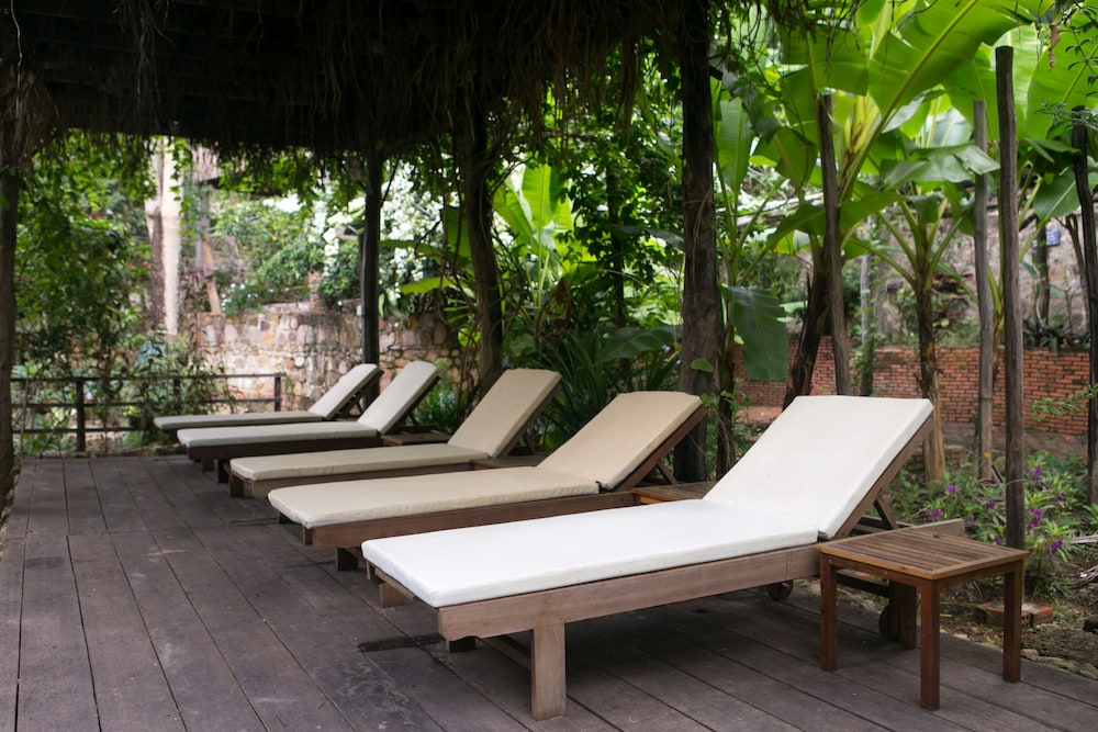 https://i.travelapi.com/hotels/17000000/16590000/16580500/16580484/2cb9dbeb_z.jpg