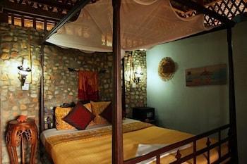 https://i.travelapi.com/hotels/17000000/16590000/16580500/16580484/faf292cb_b.jpg
