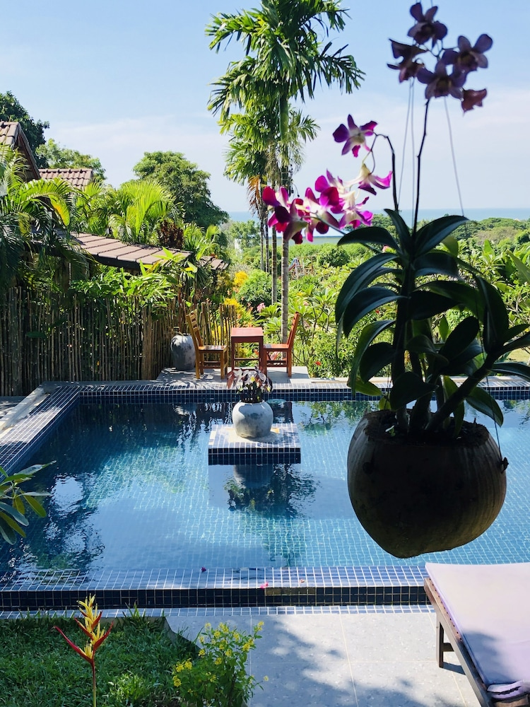 https://i.travelapi.com/hotels/17000000/16590000/16580600/16580521/d21a2029_z.jpg