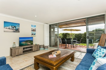 7 James Cook Apartments - Living Area  - #0