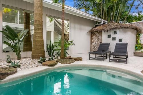 The Cactus Rose Villa, Byron