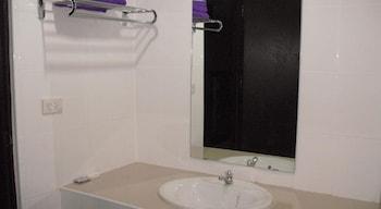 Mech Mansion - Bathroom Sink  - #0