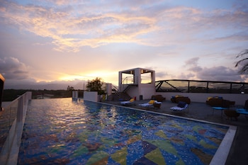 Hue Hotels and Resorts Puerto Princesa Managed by HII - Rooftop Pool  - #0