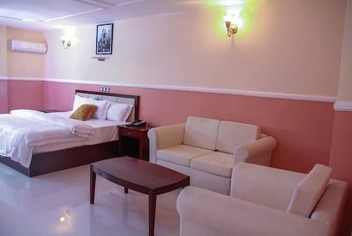 Greatwood Hotel, Owerri West