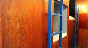 ワイヤー ホステル パトン