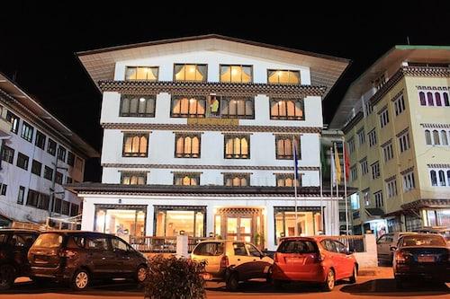 Wangchuk Hotel, Chang