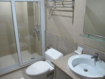 LEOPE HOTEL Bathroom