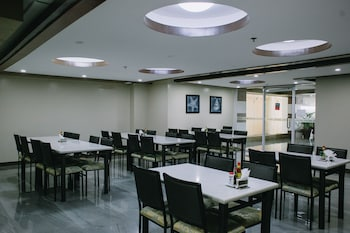 LEOPE HOTEL Breakfast Area