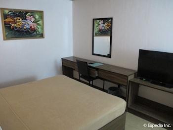 LEOPE HOTEL Room