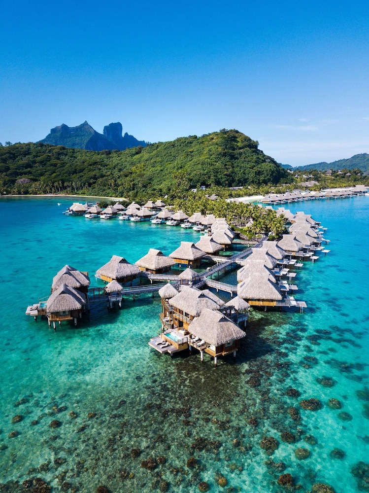 https://i.travelapi.com/hotels/17000000/16650000/16649100/16649075/880ebcde_z.jpg