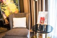 Prestige Suite King Bed, Club Millesime Access