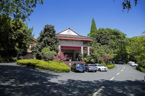 . Emeishan Grand Hotel