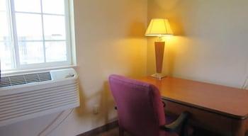 Guestroom at Bella Vista Inn & Suites in Grand Prairie