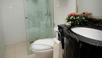 Crown Garden Hotel - Bathroom  - #0