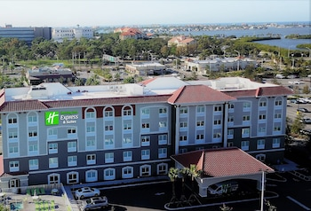 Hotel - Holiday Inn Express & Suites St. Petersburg - Seminole Area
