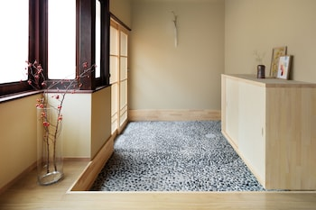YADORU KYOTO HANARE ANENISHI-AN Interior Entrance