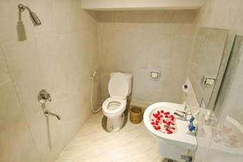 Shwe Htee Guest House Chinatown - Bathroom  - #0