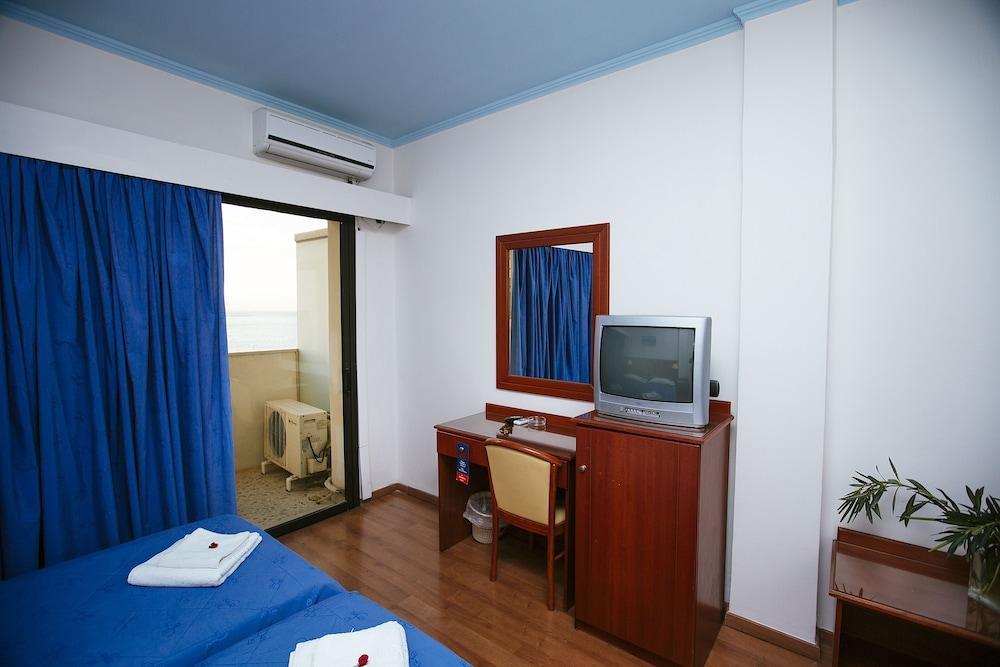 https://i.travelapi.com/hotels/17000000/16720000/16719800/16719775/1b5606c9_z.jpg