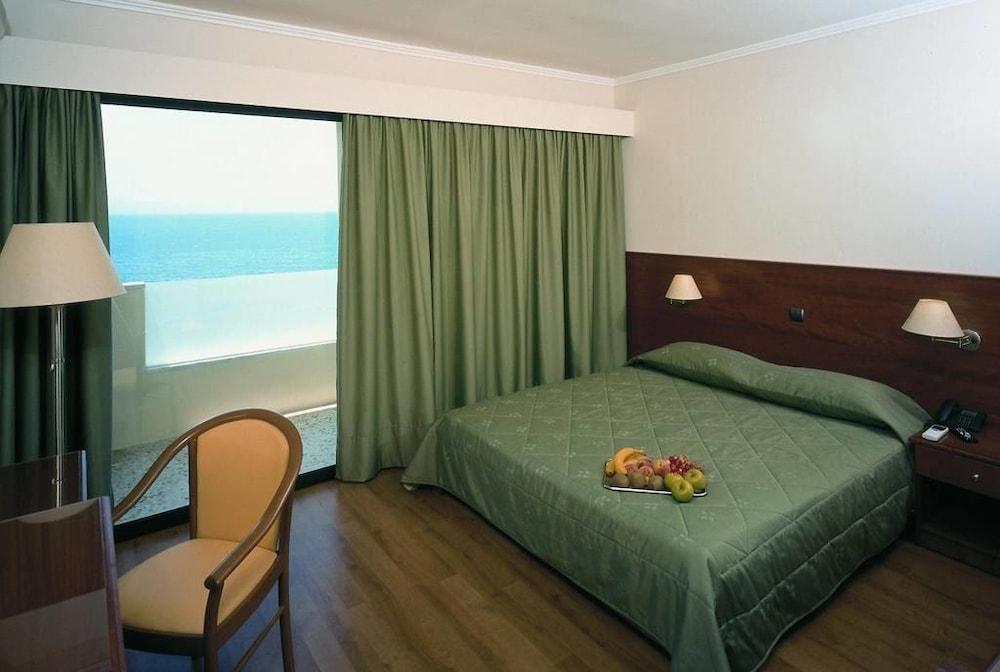 https://i.travelapi.com/hotels/17000000/16720000/16719800/16719775/1ede7c75_z.jpg