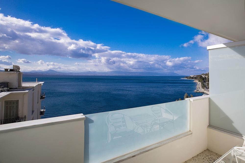https://i.travelapi.com/hotels/17000000/16720000/16719800/16719775/f3f2d414_z.jpg