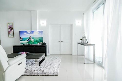 Ocho Rios Skyview Guest Apartment,