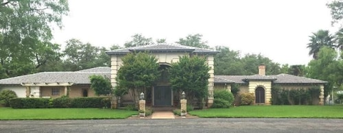 . Live Oaks Bed and Breakfast