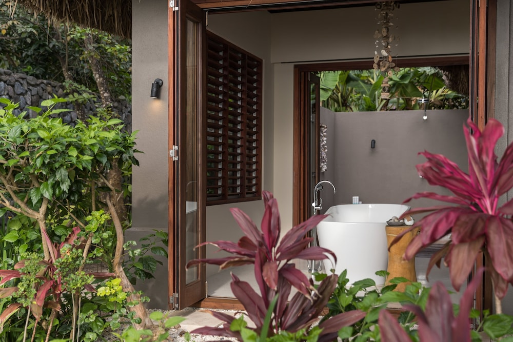 https://i.travelapi.com/hotels/17000000/16740000/16735400/16735385/9ac4fd41_z.jpg