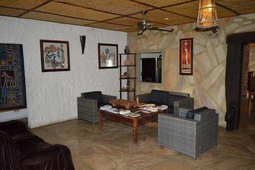 Tambuti Lodge, Calai