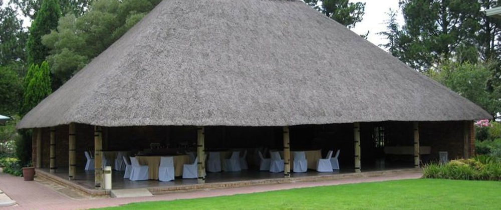 Outlook Lodge OR Tambo