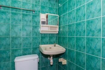 RedDoorz @ Tuban Kubu Anyar - Bathroom  - #0