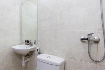 RedDoorz @ Danau Tondano Sanur - Bathroom  - #0