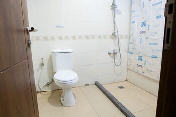RedDoorz Plus @ Erlich Pasir Kaliki - Bathroom  - #0