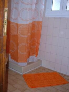 Poseidon Apartments - Bathroom Shower  - #0