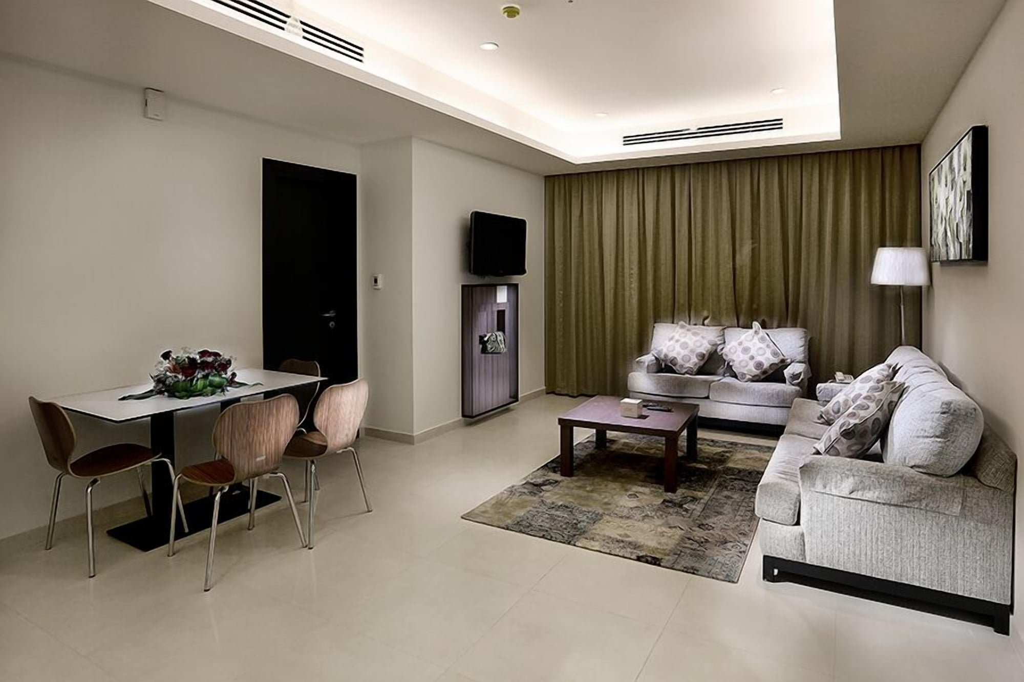 Grand Lily Hotel Suites,