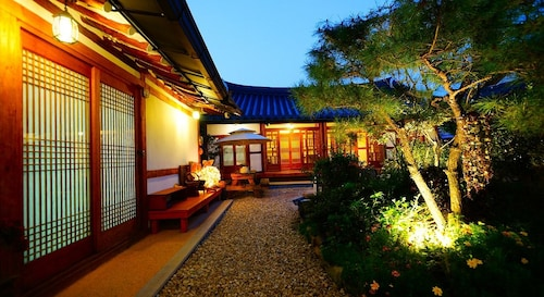 Jeonju Beautiful Garden Hanok Guesthouse, Jeonju