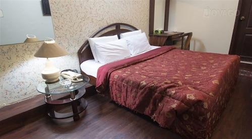Hilltop Hotel, Karachi