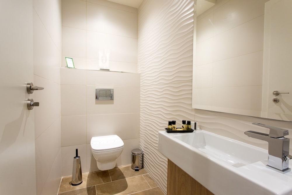 https://i.travelapi.com/hotels/17000000/16770000/16761300/16761287/1c5c22d4_z.jpg