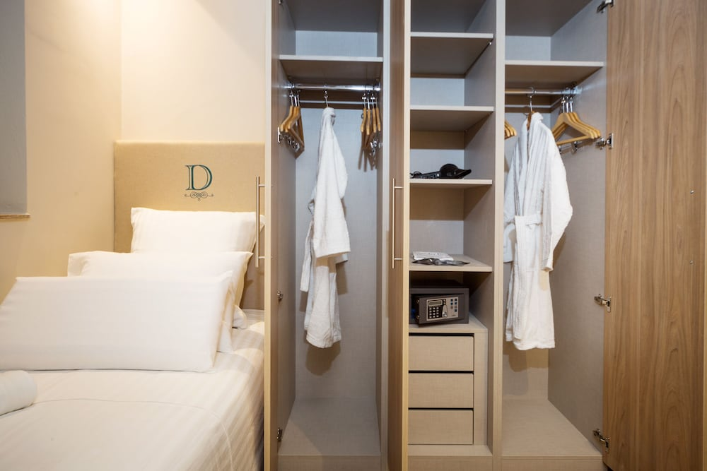 https://i.travelapi.com/hotels/17000000/16770000/16761300/16761287/4bd4720b_z.jpg