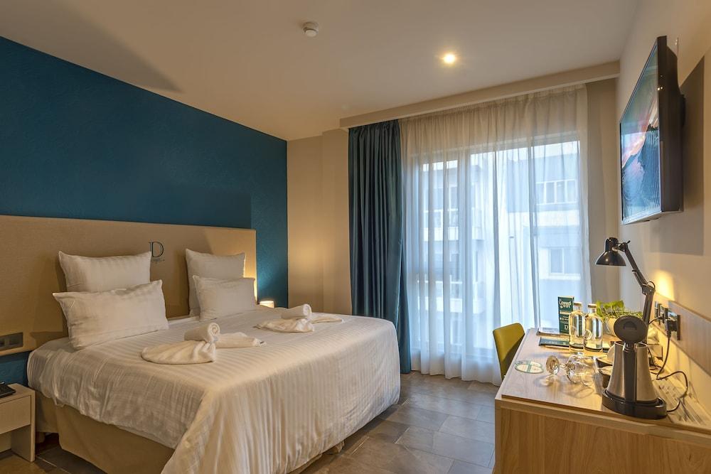 https://i.travelapi.com/hotels/17000000/16770000/16761300/16761287/ad0610d2_z.jpg