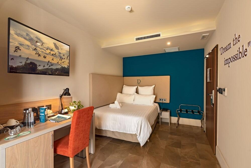 https://i.travelapi.com/hotels/17000000/16770000/16761300/16761287/b3c63a45_z.jpg