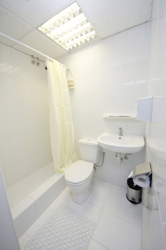Valletta Boutique Living Hostel - Adults Only - Bathroom Shower  - #0